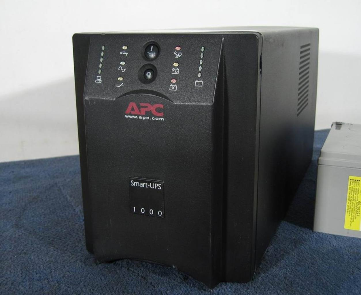 Details about APC 1000 UPS - SUA1000i - new cells - 12 month Wtee